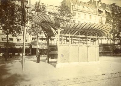 PARIS - Station Porte Maillot